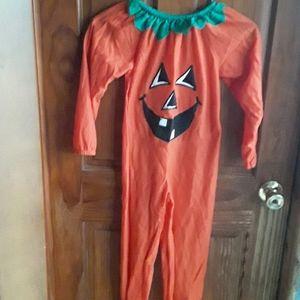 CHILDSIZE  HALLOWEEN  COSTUME  ( SIZE  6X ).